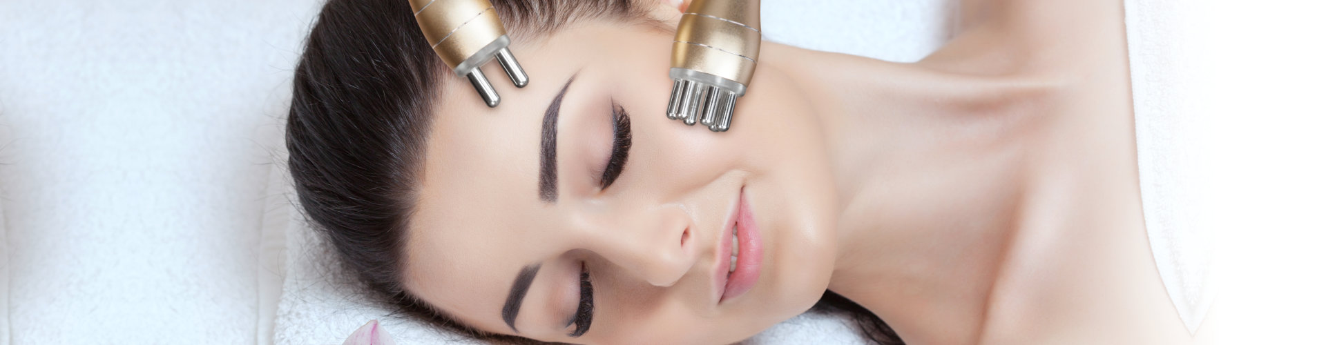 Rf lifting procedure in a beauty parlour